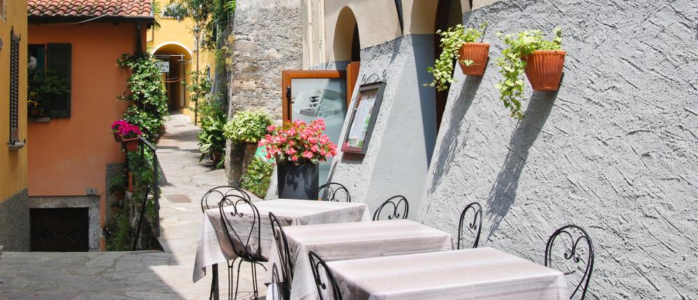 Table dressée pour le veek-end