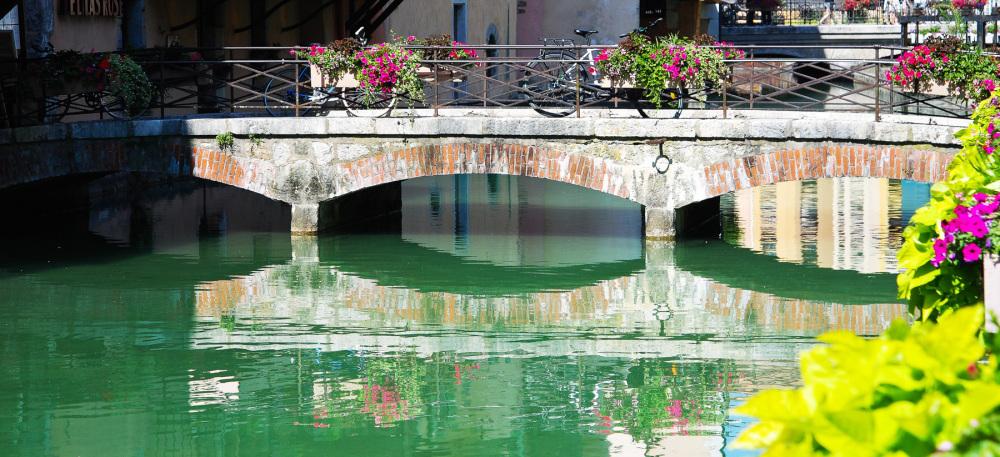 Le pont et ses reflets