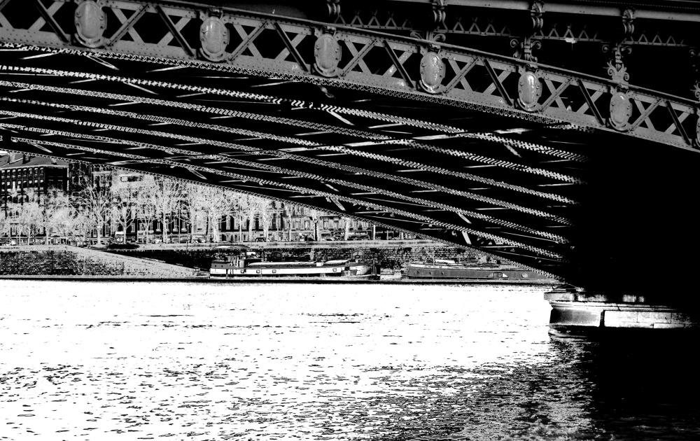 Il passera de l'eau sous les ponts.....