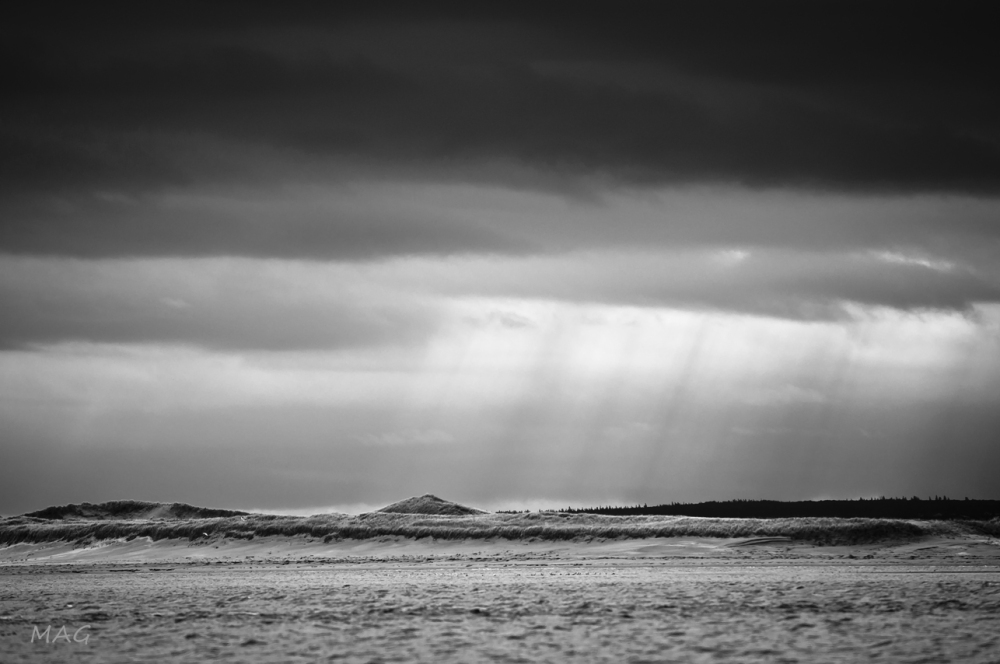 Light Shafts over the Dunes