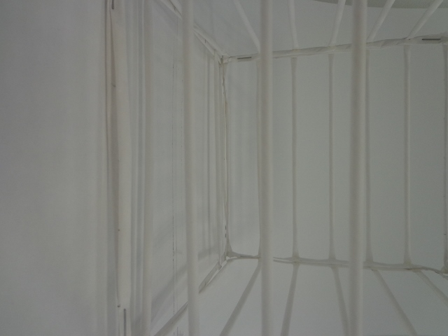 Suspended straw cage (2)
