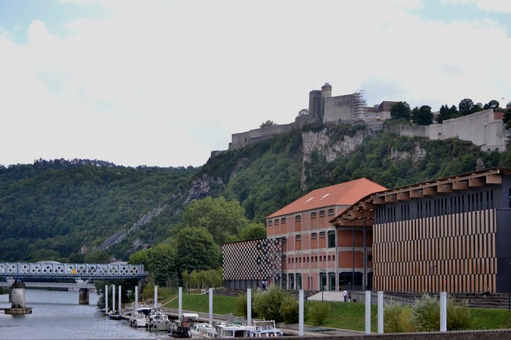 Promenade sur le Doubs à Besançon