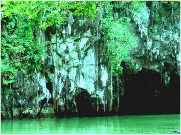 entrance to underground river