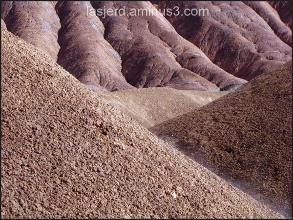 کوه های مریخی در روستای لاسجرد