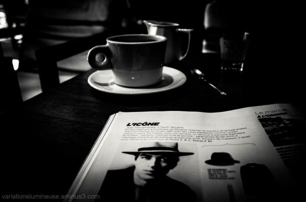 Reading M magazine at the cafe.