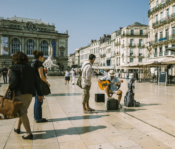 Guitarist playing. Biggest square, Montpellier.