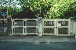 The gates of Les Cigales