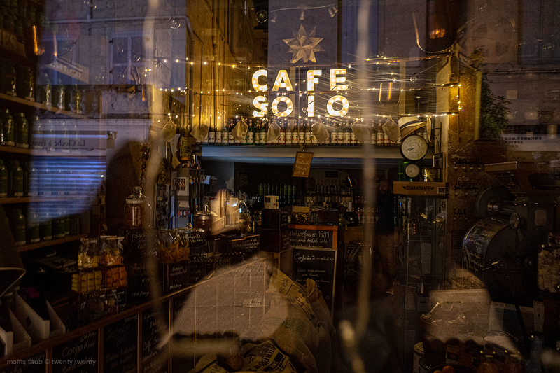 Cafe solo, closed for the day.