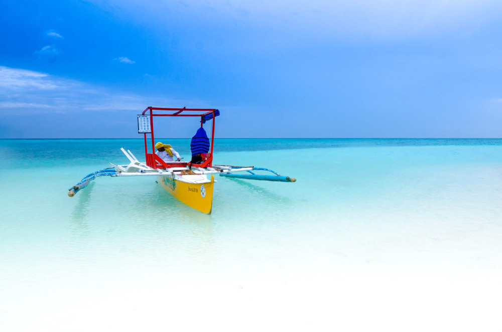 Image of a boat in White Island Camiguin Mindanao