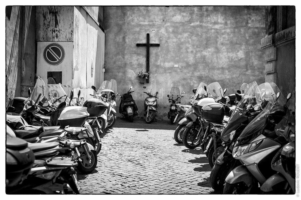 La Croce e la Vespa