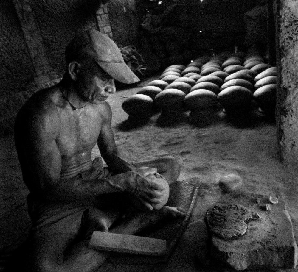 clay pot maker
