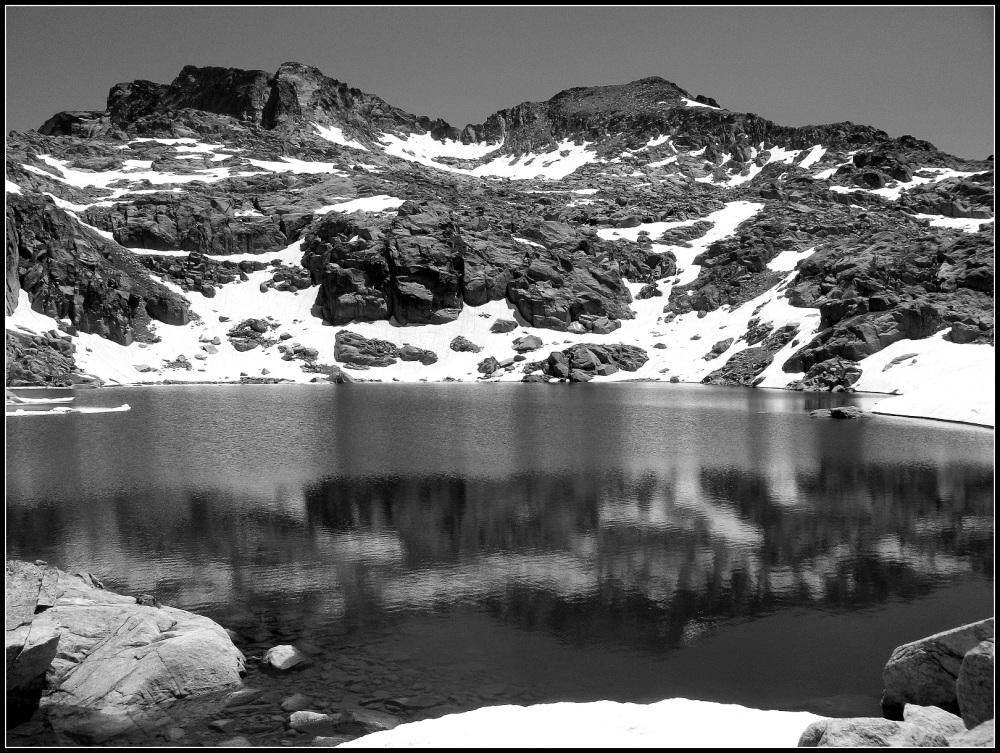 lago en gris