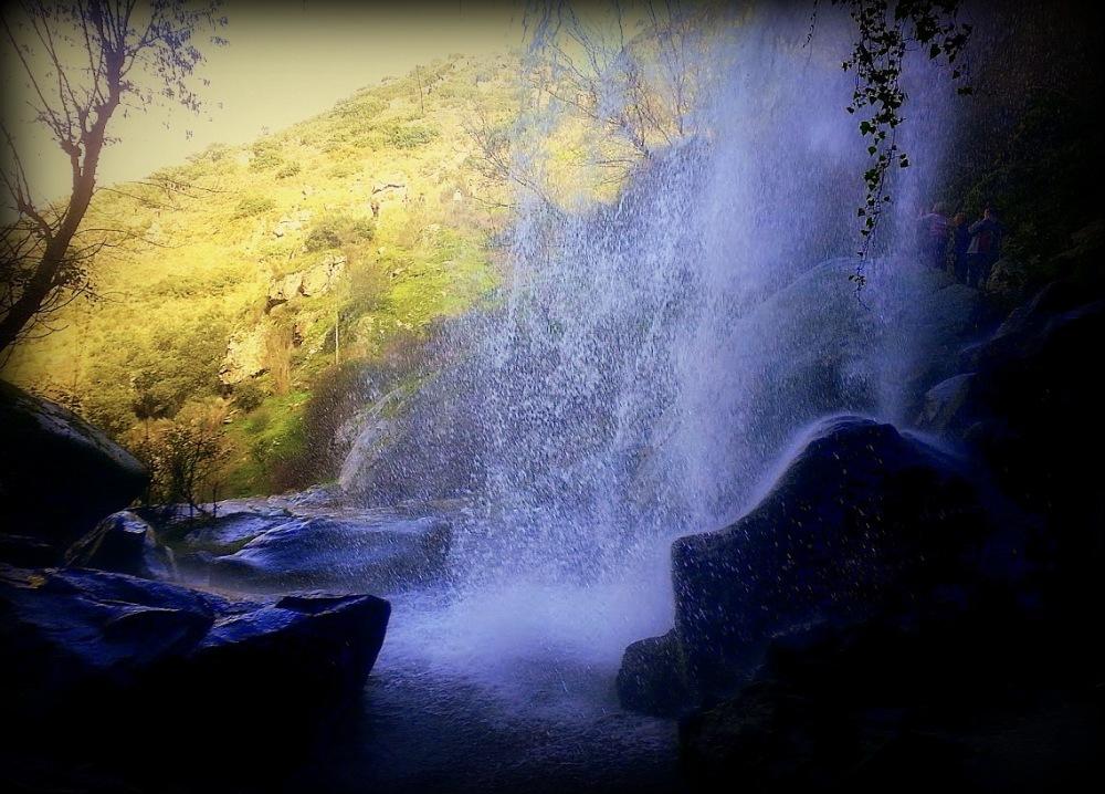 gruta de agua