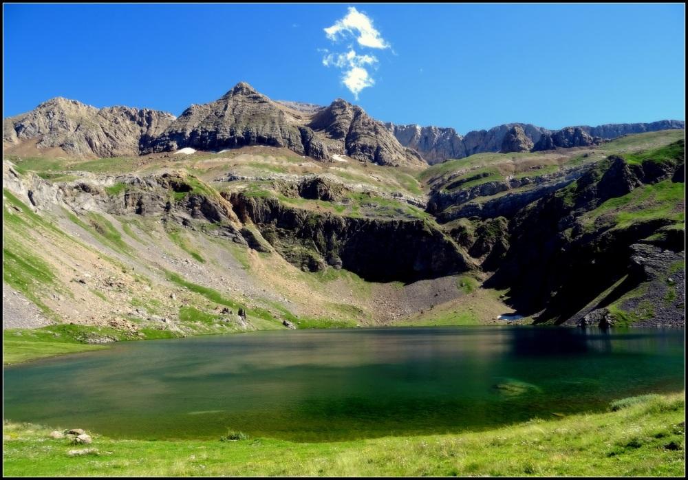 lago y nube