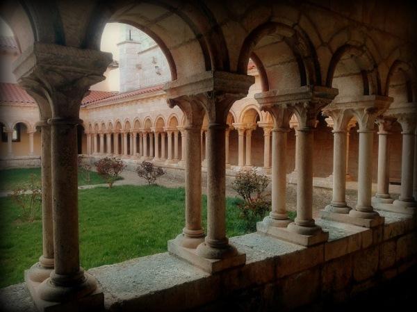 claustro romanico