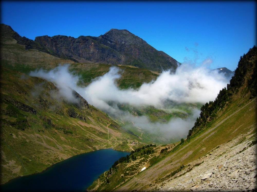 por las montañas