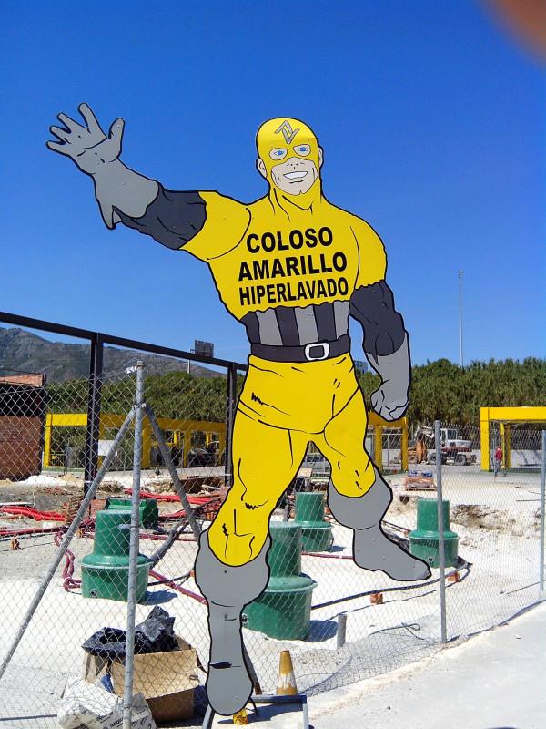Yellow colossus. Hiperwashing