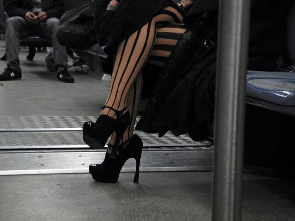 voyageurs dans le métro parisien