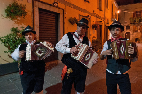 la nuit, tous les accordéonistes sont gris