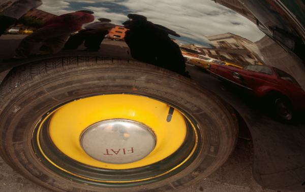'round a yellow wheel