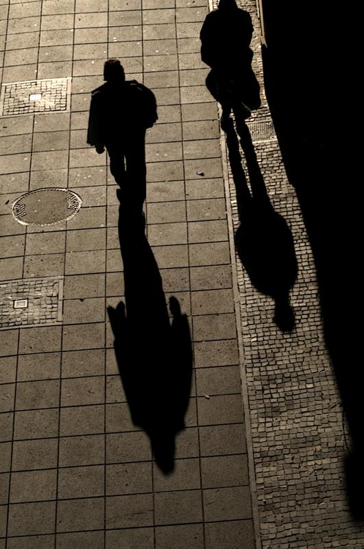 sur les pavés, les ombres -2