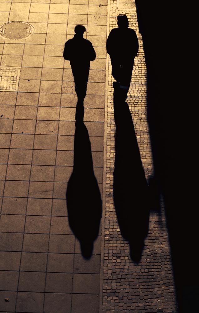 Sur les pavés, les ombres -3