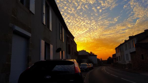 soleil couchant à St Pierre de Mons