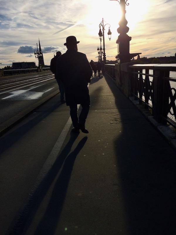 chapeau melon et  pont de pierre à Bordeaux