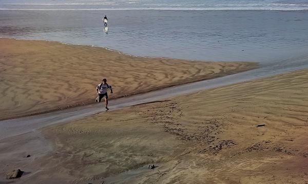 Votre mission : échapper au surfer basque