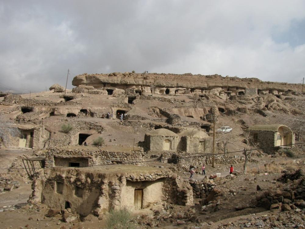 روستای صخرهای میمند-شهربابک-کرمان