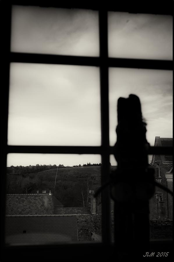 regarder par la fenêtre