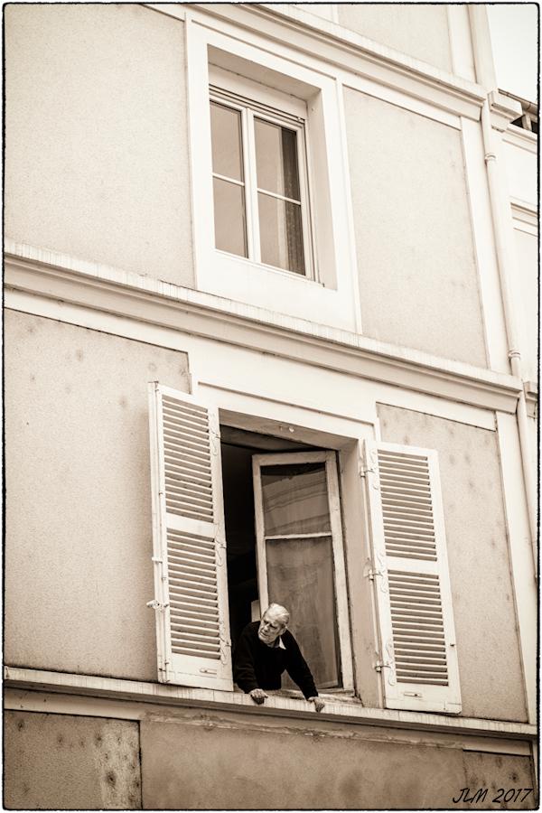 l'homme à sa fenêtre