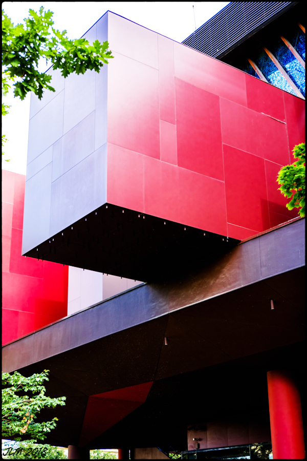 Rouge Cubisme !
