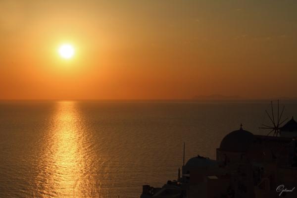 Coucher de soleil sur Oia ( Ile de Santorin )