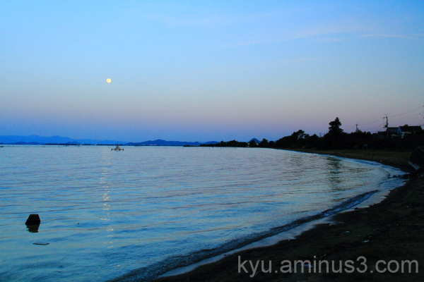 Moon on Lake Biwa