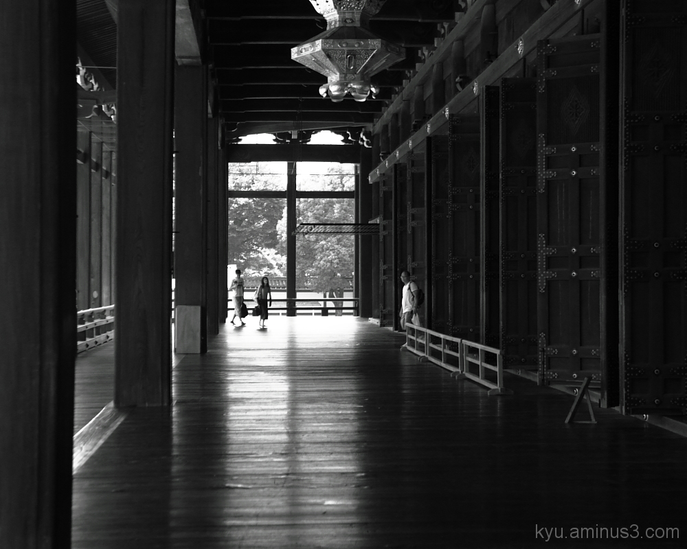 corridor with high celing <monochrome version>