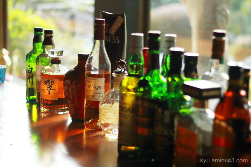 bar bottles window gangaan kyoto