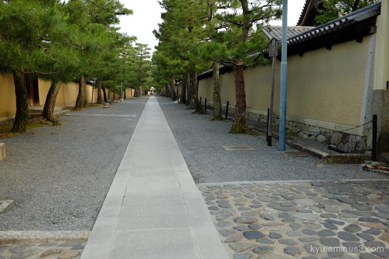 approach Daitokuji temple Kyoto