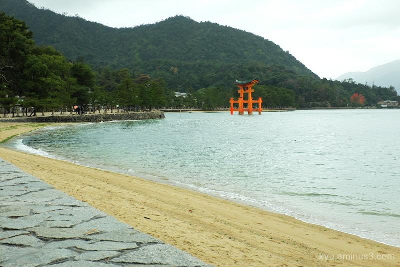 Torii Itsukishima-shrine Miyajima Hiroshima