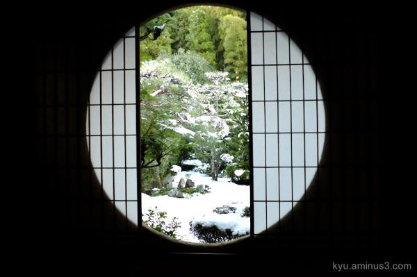snow round-window garden Fundain temple Kyoto