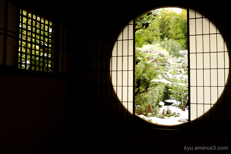 winter Snowing round-window Fundain temple Kyoto