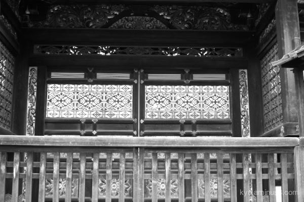 gate Ninnaji temple Kyoto mono