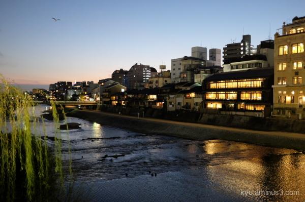 early-evening Shijo-bridge Kamogawa river Kyoto