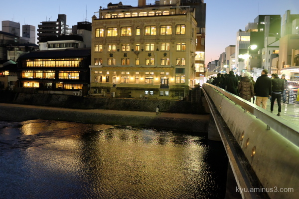 early-evening Shijo-bridge Kamogawa river Kyoto