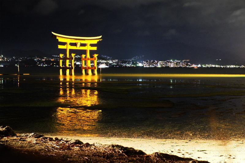 evening Torii Itsukishima-shrine Miyajima Hiroshim