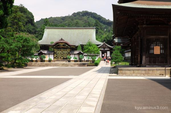 approach Kenchoji temple Kamakura Kanagawa
