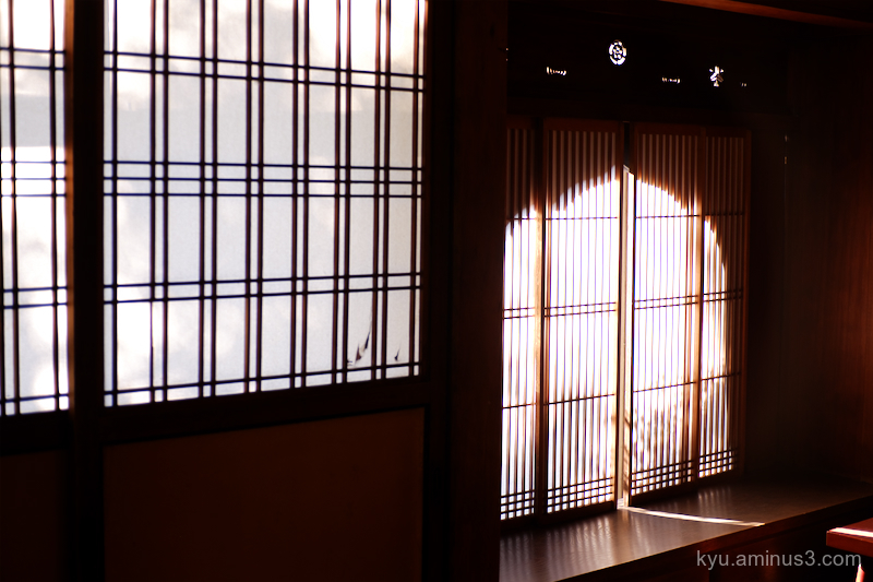Light window seideneigenin temple Kyoto