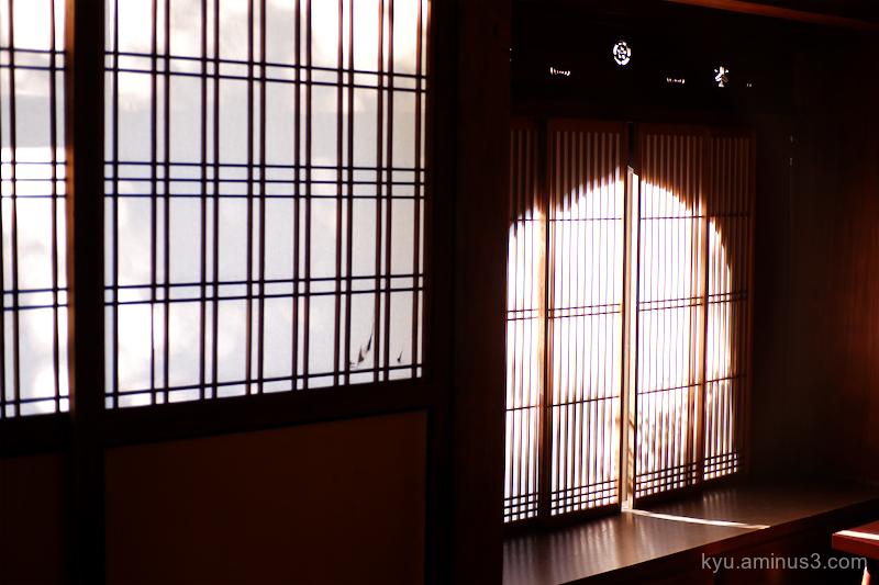 Light window seideneigenin temple Kyoto