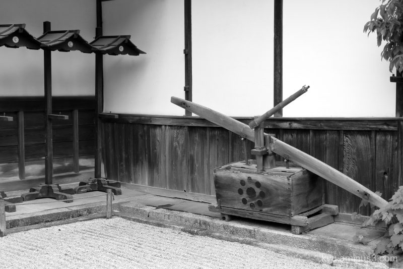 old-equipment Tenjuan temple Kyoto mono