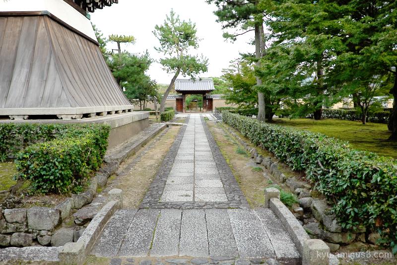 approach Shokokuji temple Kyoto
